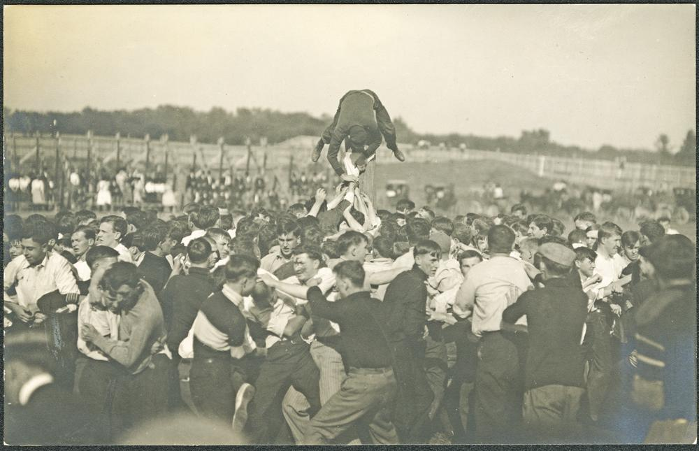 Capture the flag, 1909